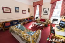 Pickwick Hall Hostel - Guest lounge